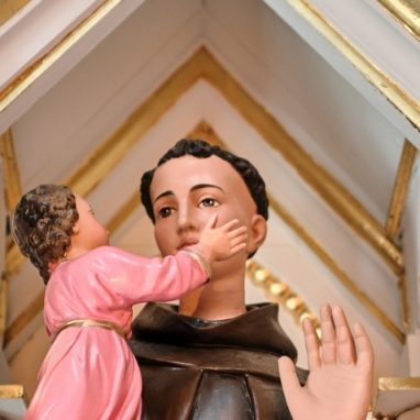 Saint Antoine Statue